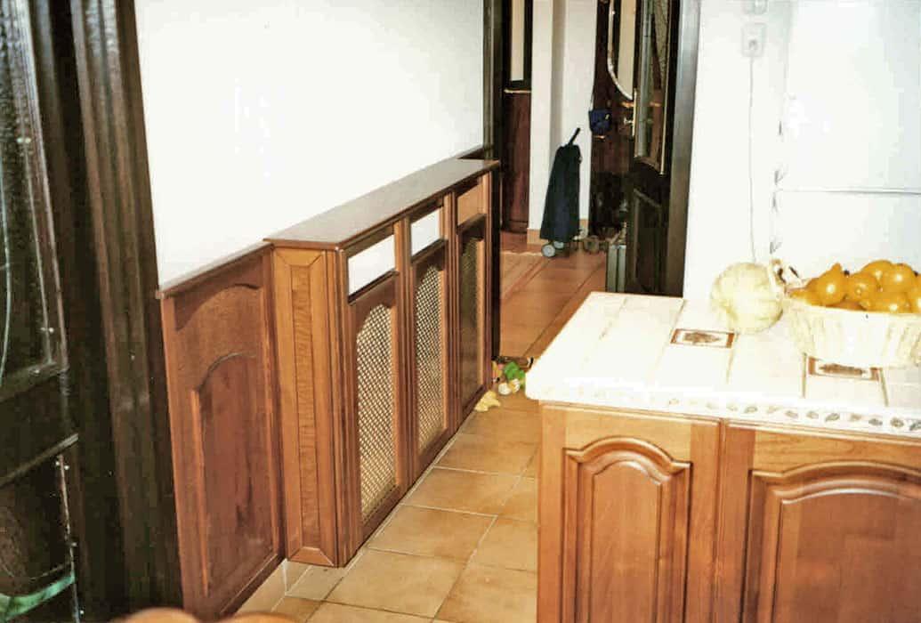 radiátorburkolat fémrács betéttel