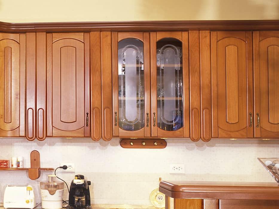 üveges kétajtós konyhai faliszekrény