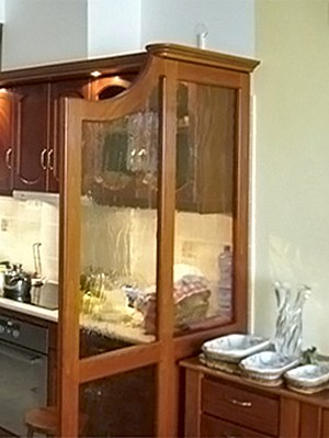 térelválasztás keretes üveglappal nappali-konyha