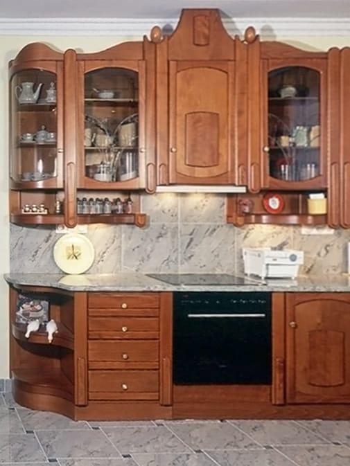 beépített sütő és íves konyhai sarokszekrény