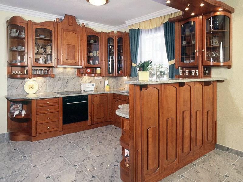 U alakú konyhabútor térelválasztó reggeliző pulttal