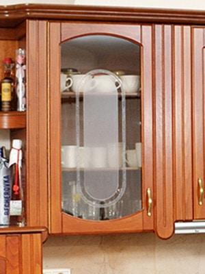 üvegajtós konyhaszekrény
