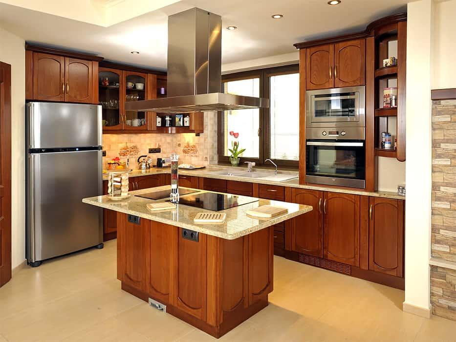 konyhabútor világos gránit konyhapulttal