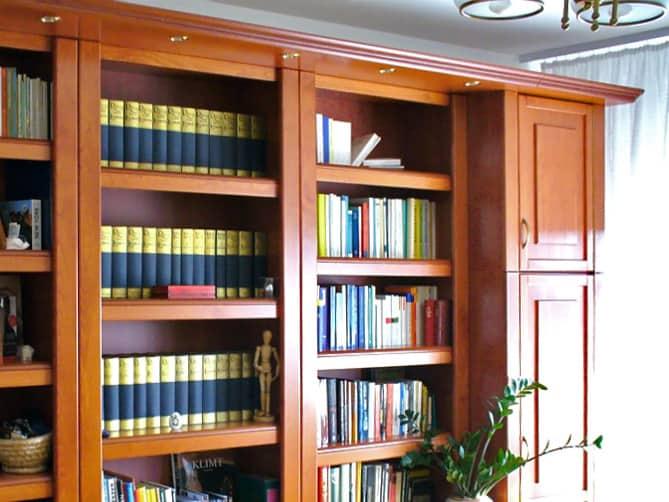 könyvszekrény párkány világitással