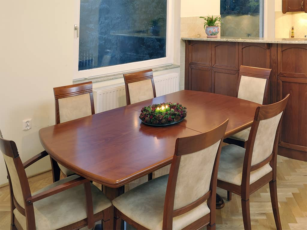 Étkező garnitúra nagyobbítható étkezőasztallal, melyhez nem kellenek pótlapok