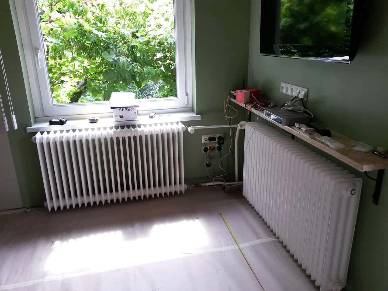Sarokban találkozó radiátorok burkolat nálkül