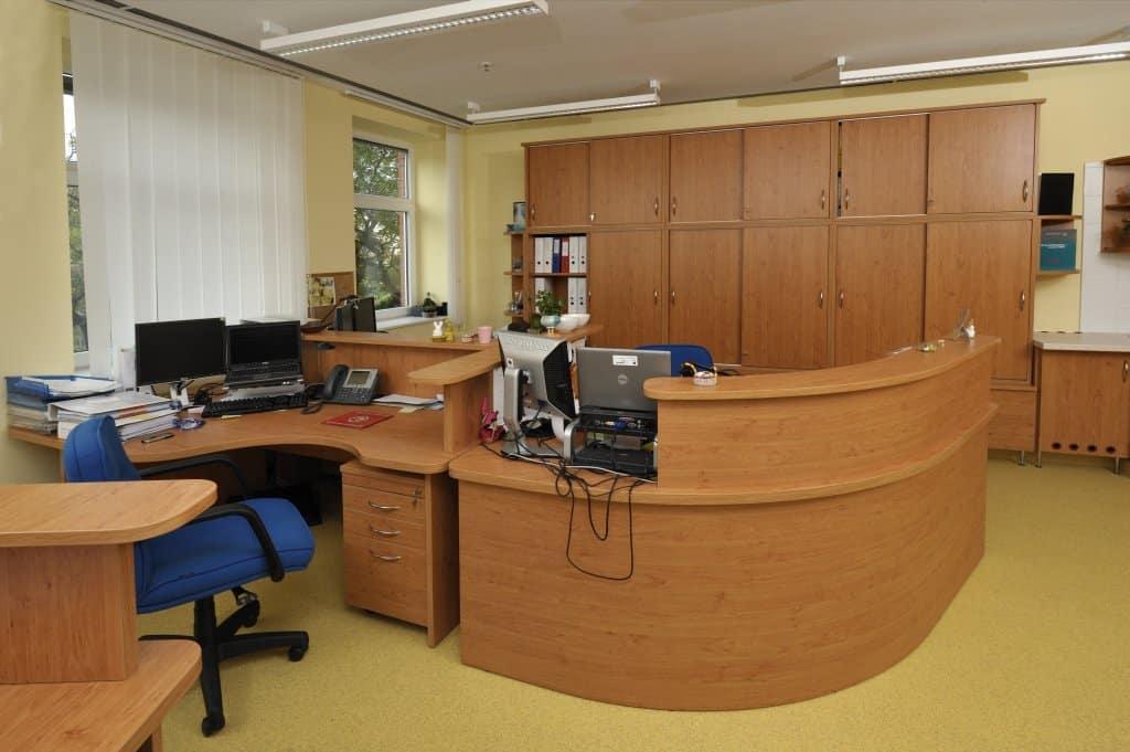 Írodai munkaállomás, íves íróasztal