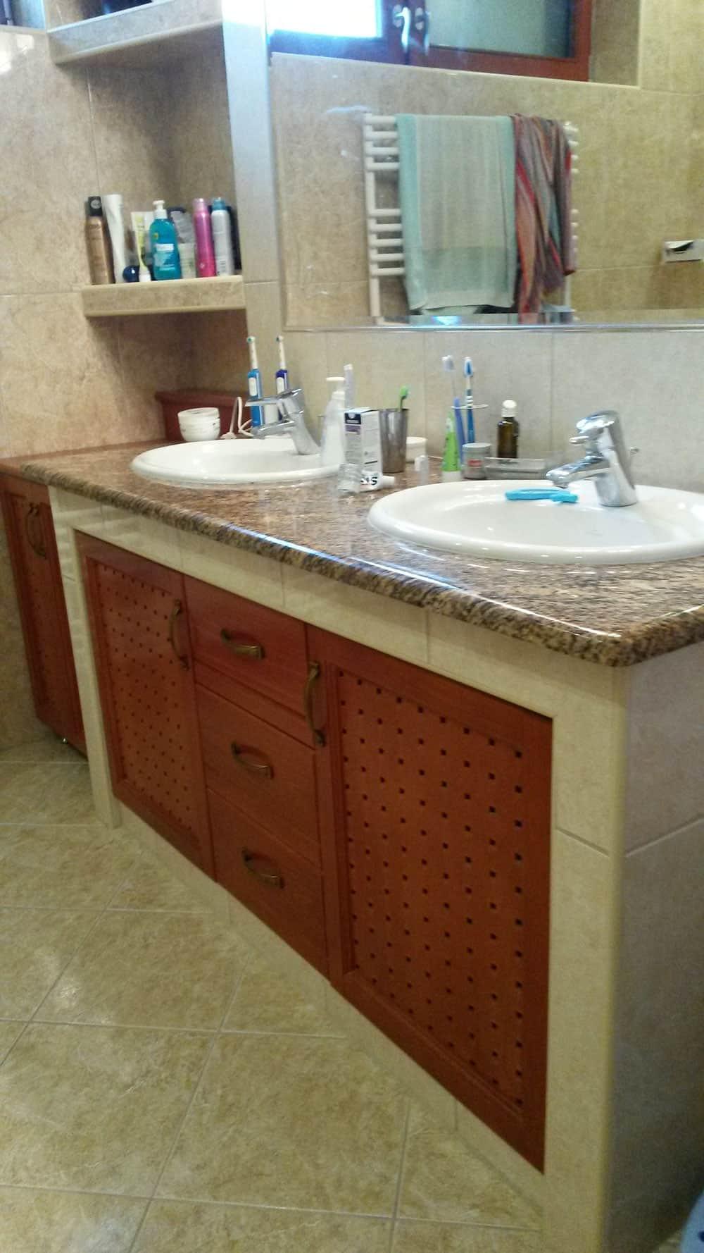 Fürdőszobaszekrény mosdópulttal