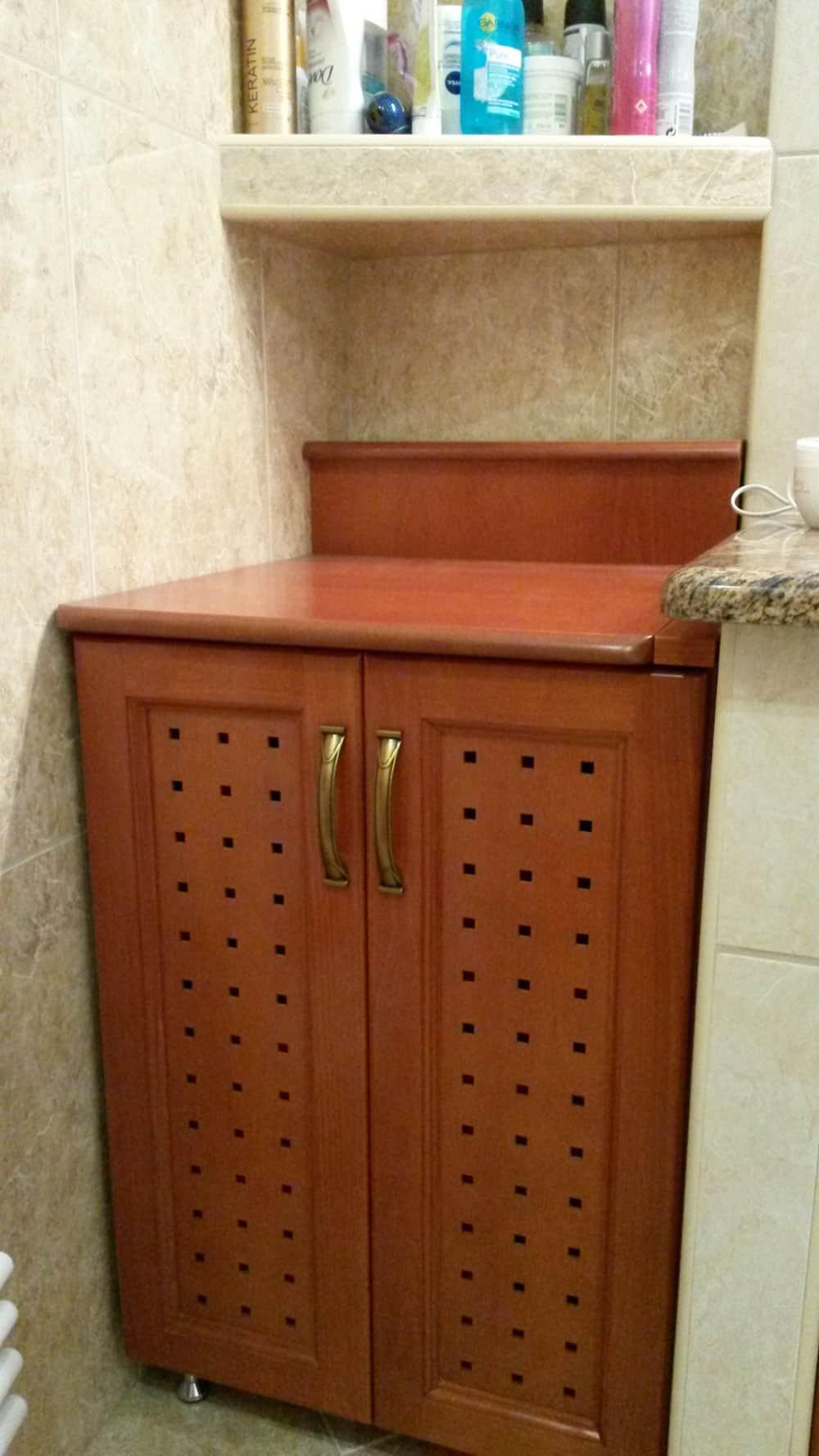 Fürdőszobai szennyestartó szekrény