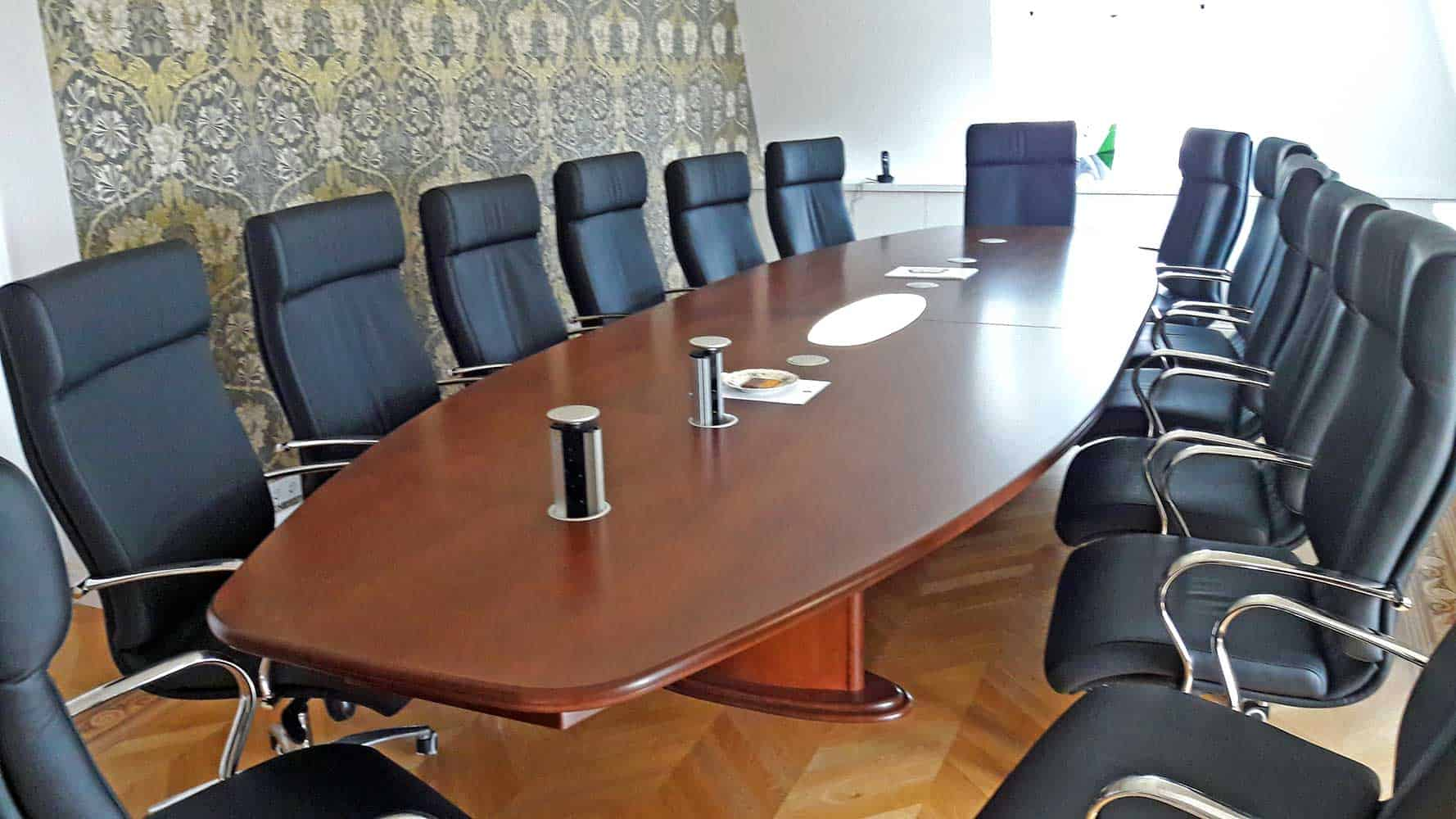 Ovális tárgyalóasztal 14 fős