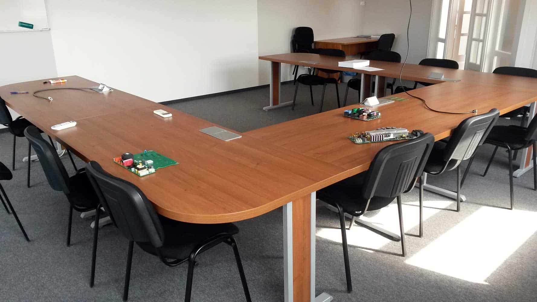U alakú tárgyalóasztal 11 fős
