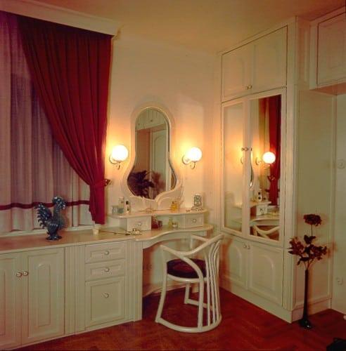 fehér hálószoba bútor pipereasztallal