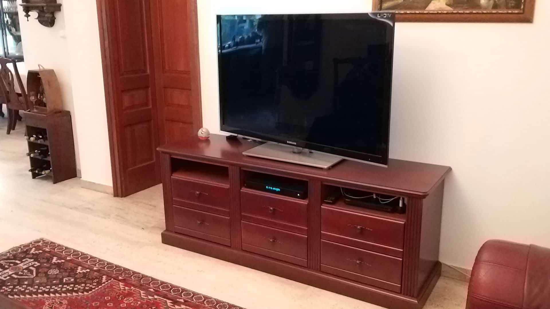 TV alatti fiókos szekrény