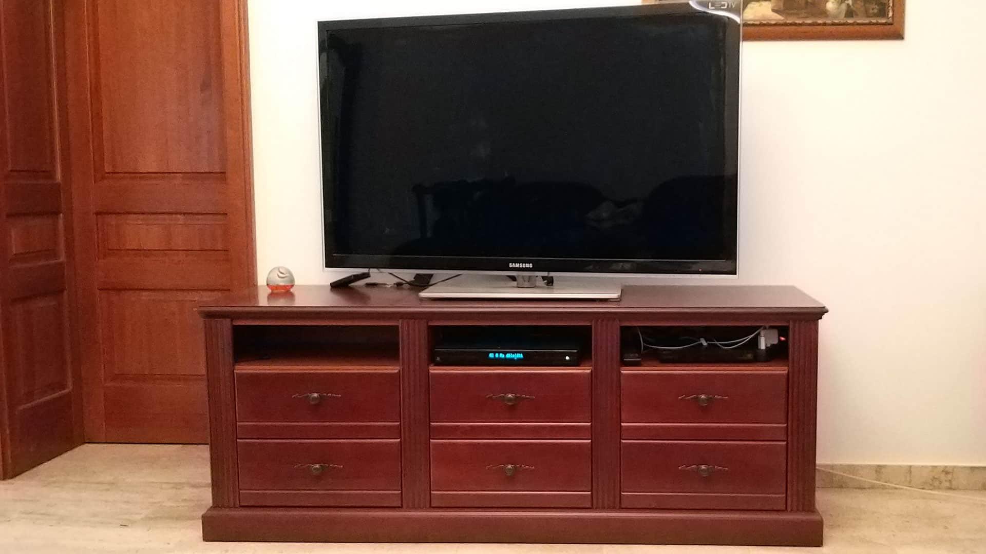 TV szekrény hat fiókkal
