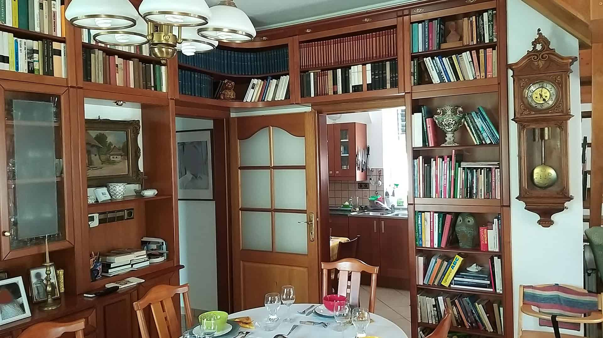 áthidaló könyvespolc