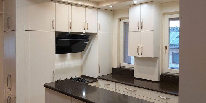 modern konyha gázfőzőlap beépítéssel