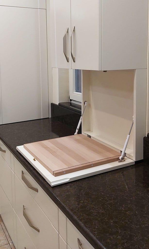 modern konyha lehajtható vágódeszkával
