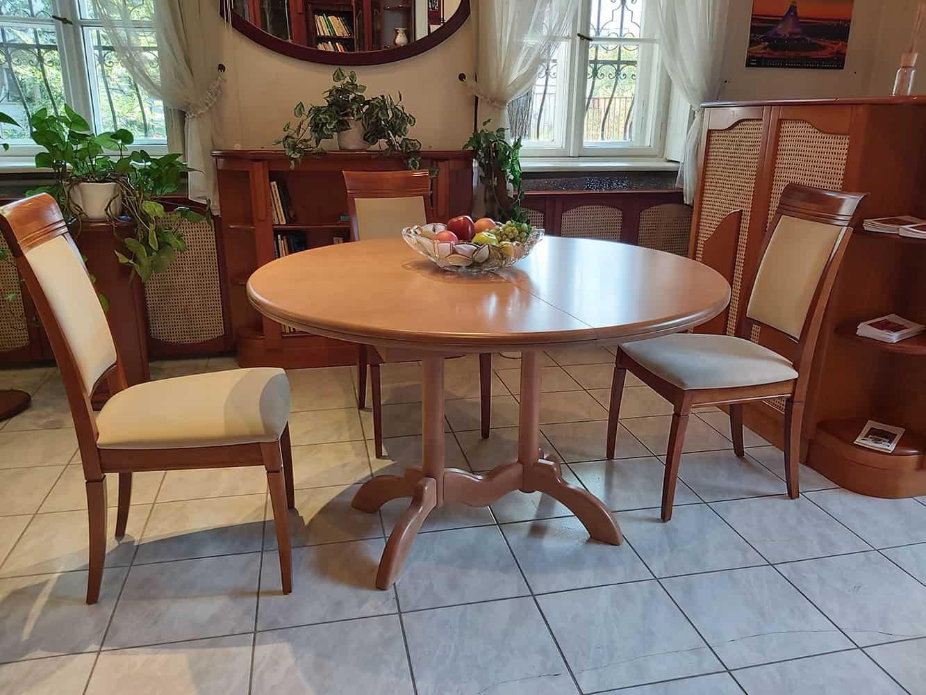 kerek nagyobbítható étkezőasztal