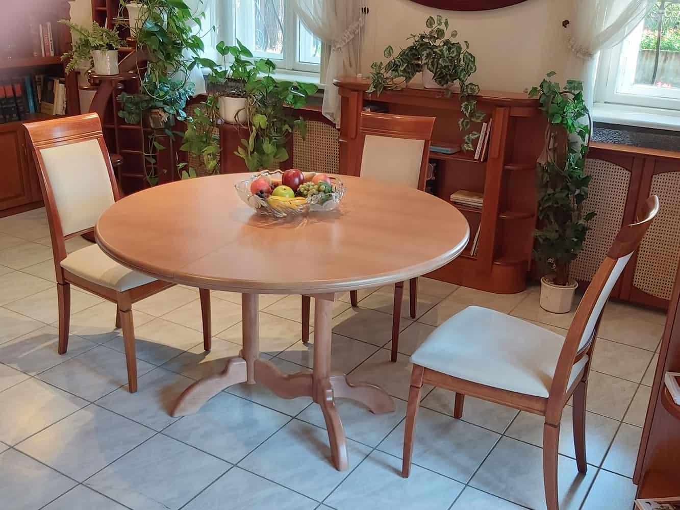 nyagyobbítható kerek étkezőasztal