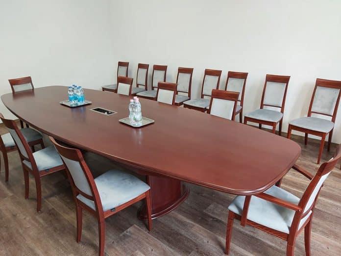 ovalis-targyaloasztal-sullyesztett-csatlakozoval-t-013